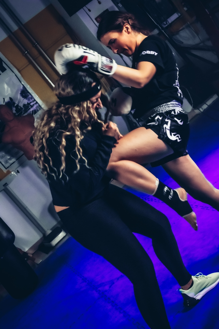 Boxszene - Schlag_ MARI A_Bump
